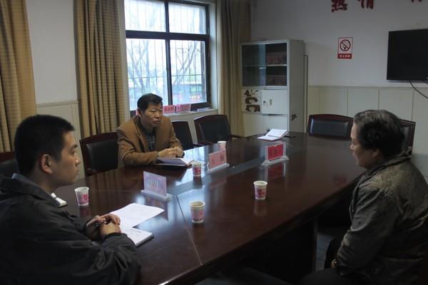 区人大常委会副主任王振接待来访群众