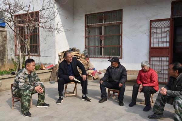 杜集区人大常委会主任王建辉赴沈集走访看望贫困户