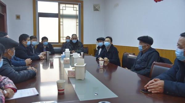 杜集区委书记姜颖看望区人大退休老干部